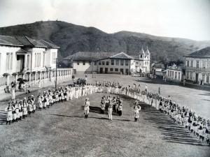 desfile do Cravo Vermelho , na pca Melo Vianna